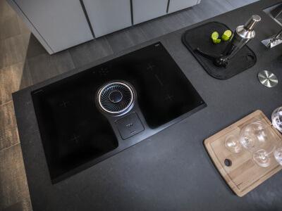 Afzuiging in de kookplaat verwerkt