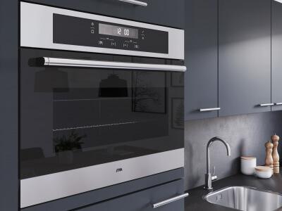 Keuken Een uitgebreide keukenopstelling voorzien van een complete apparatuurset
