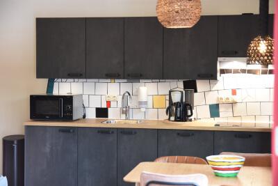 Volop kookplezier met nieuwe keukens van Bruynzeel Keukens bij Ronald McDonald Huis Maastricht en vakantiehuis Kindervallei in Limburg
