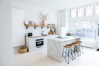 Binnenkijken in de marmerlook keuken van Vivian Reijs