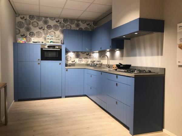 Showroomkeuken Giethoorn antiekblauw